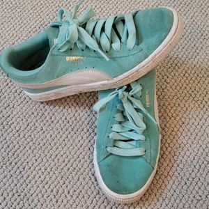 Puma suede mint colored sneakers